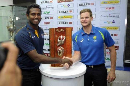 socialfeed.info-australian-and-sri-lankan-skippers-angelo-mathews-and-steve-smith-with-the-series-trophy